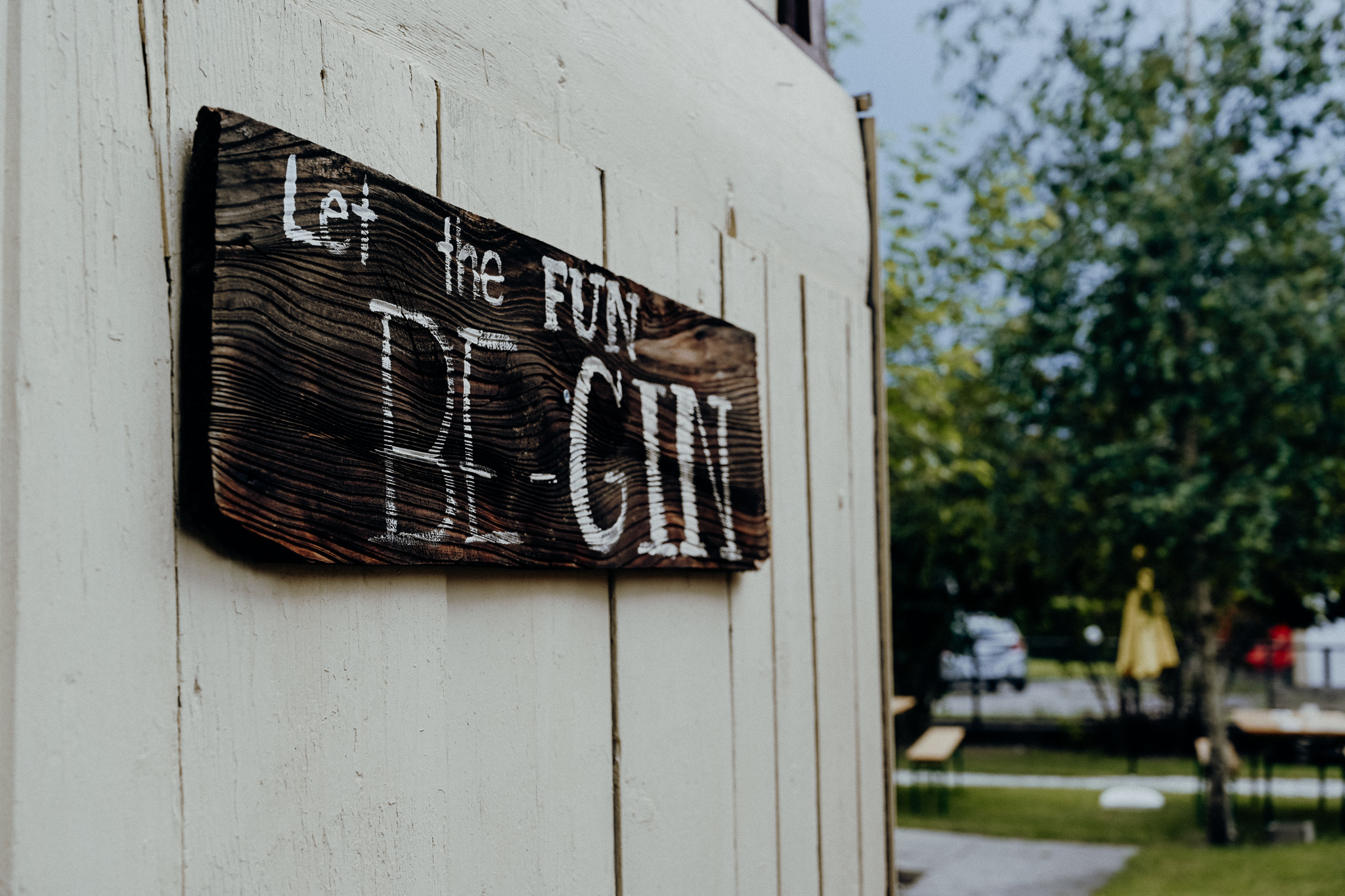 s'Loch Gin-Fest - Let the fun be-gin Schild